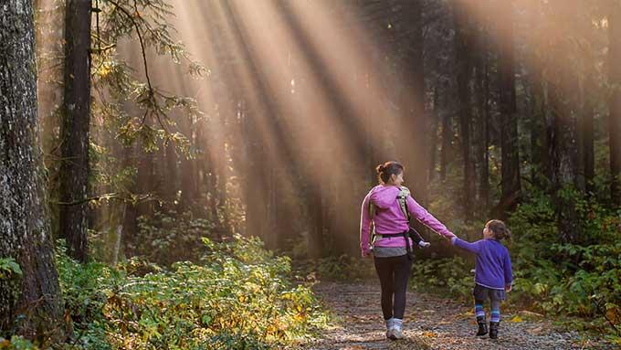 Giochi per passeggiare all'aperto con i bambini