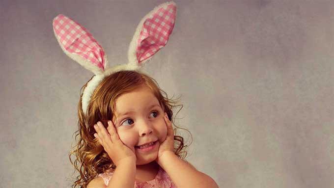 bambina sorpresa di pasqua